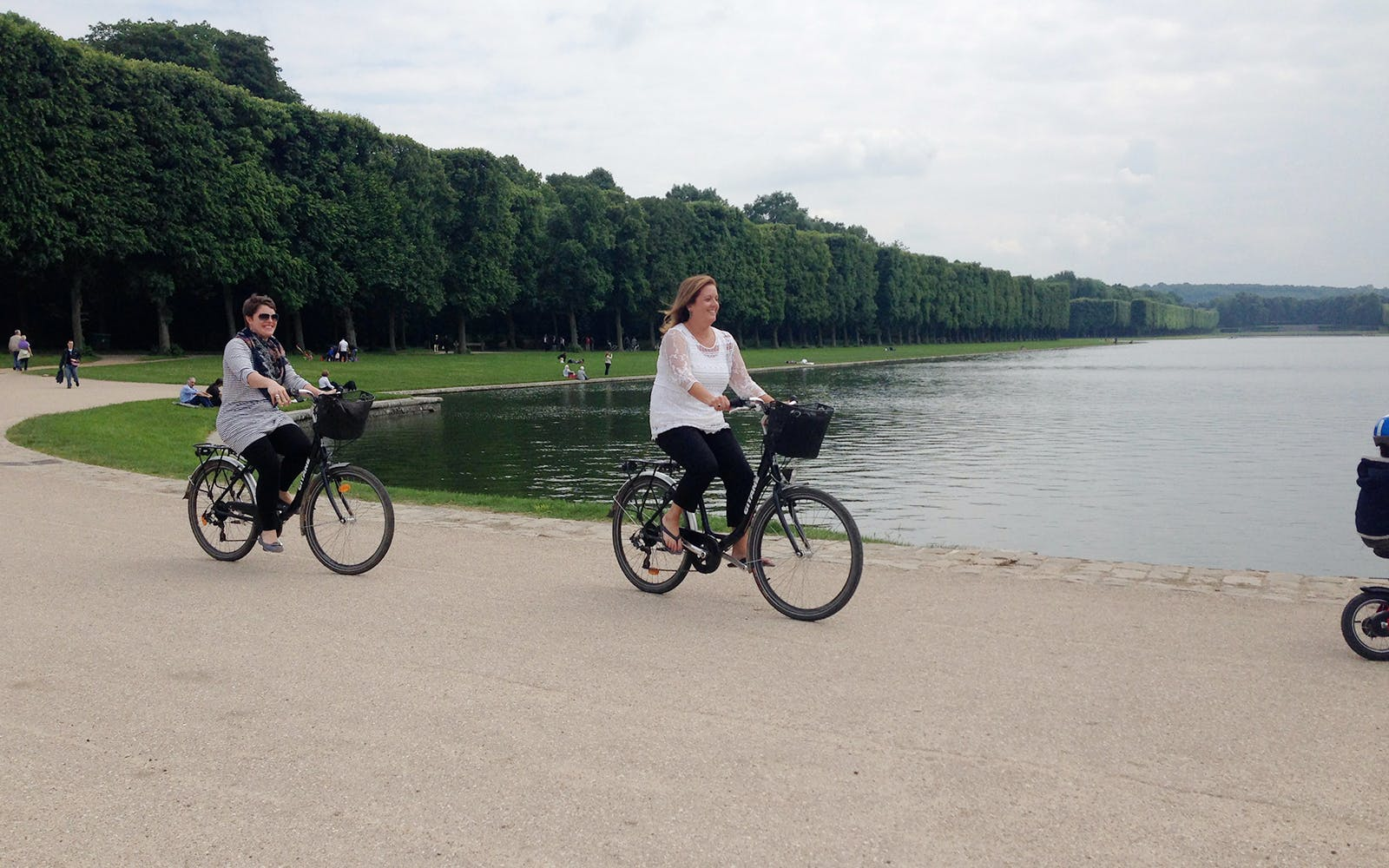 Versailles Guided Bike Tour with Priority from Paris