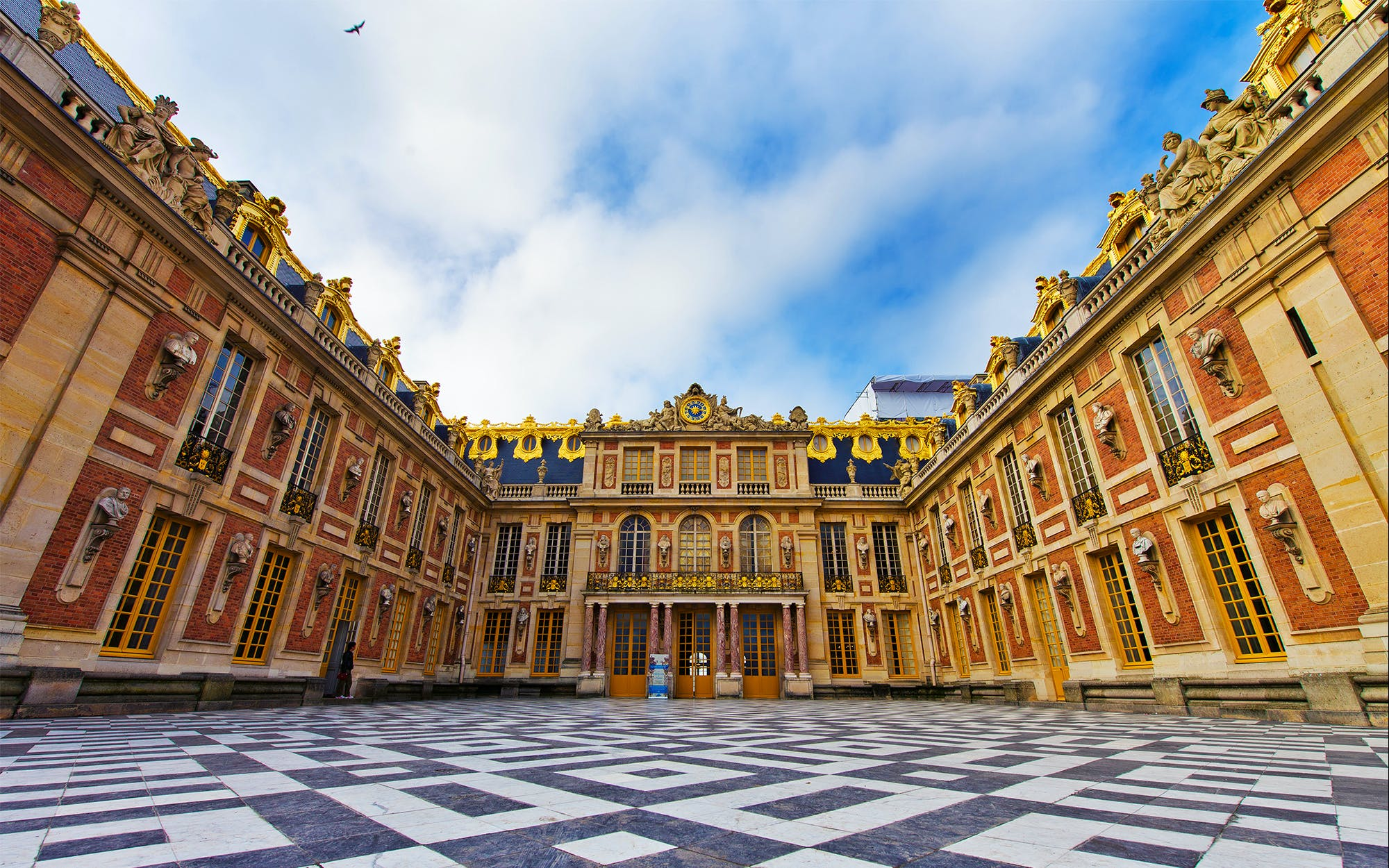 Skip the Line: Versailles Palace & Gardens Guided Tour from Paris
