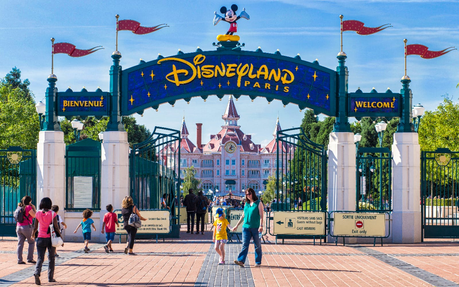 disneyland skip the line with luxury coach transport from paris-2