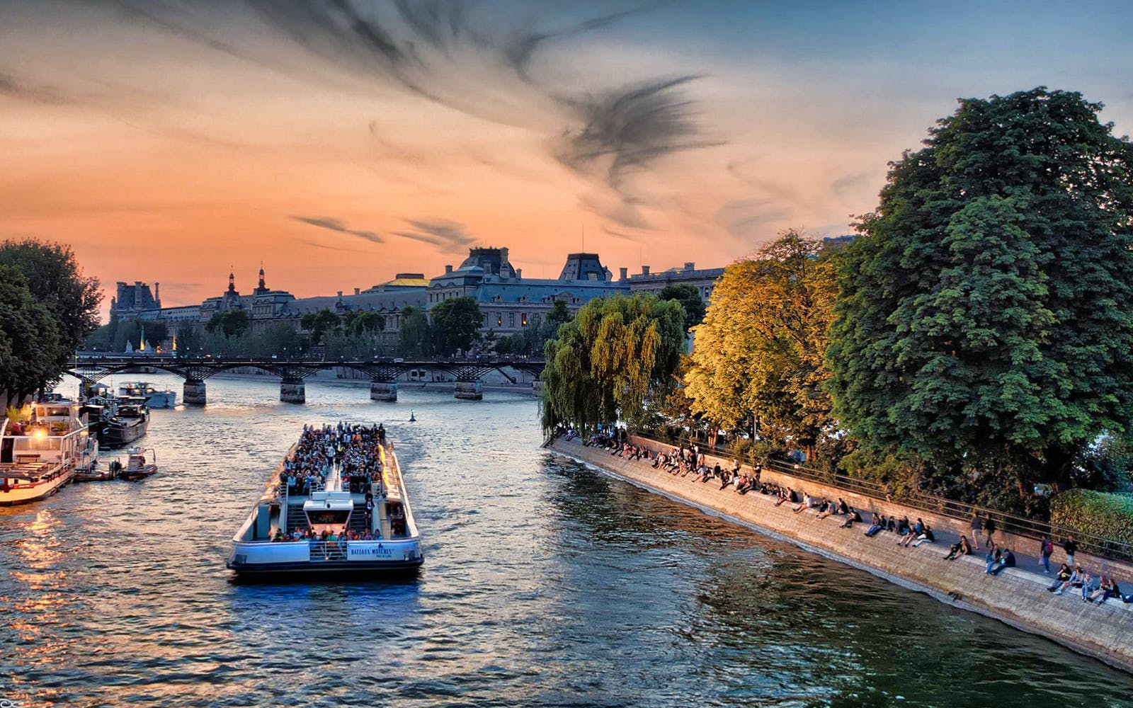 dinner at the eiffel tower & seine river cruise with hotel transfers-3