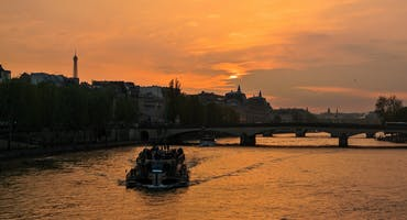 Dinner at the Eiffel Tower & Seine River Cruise with Hotel Transfers