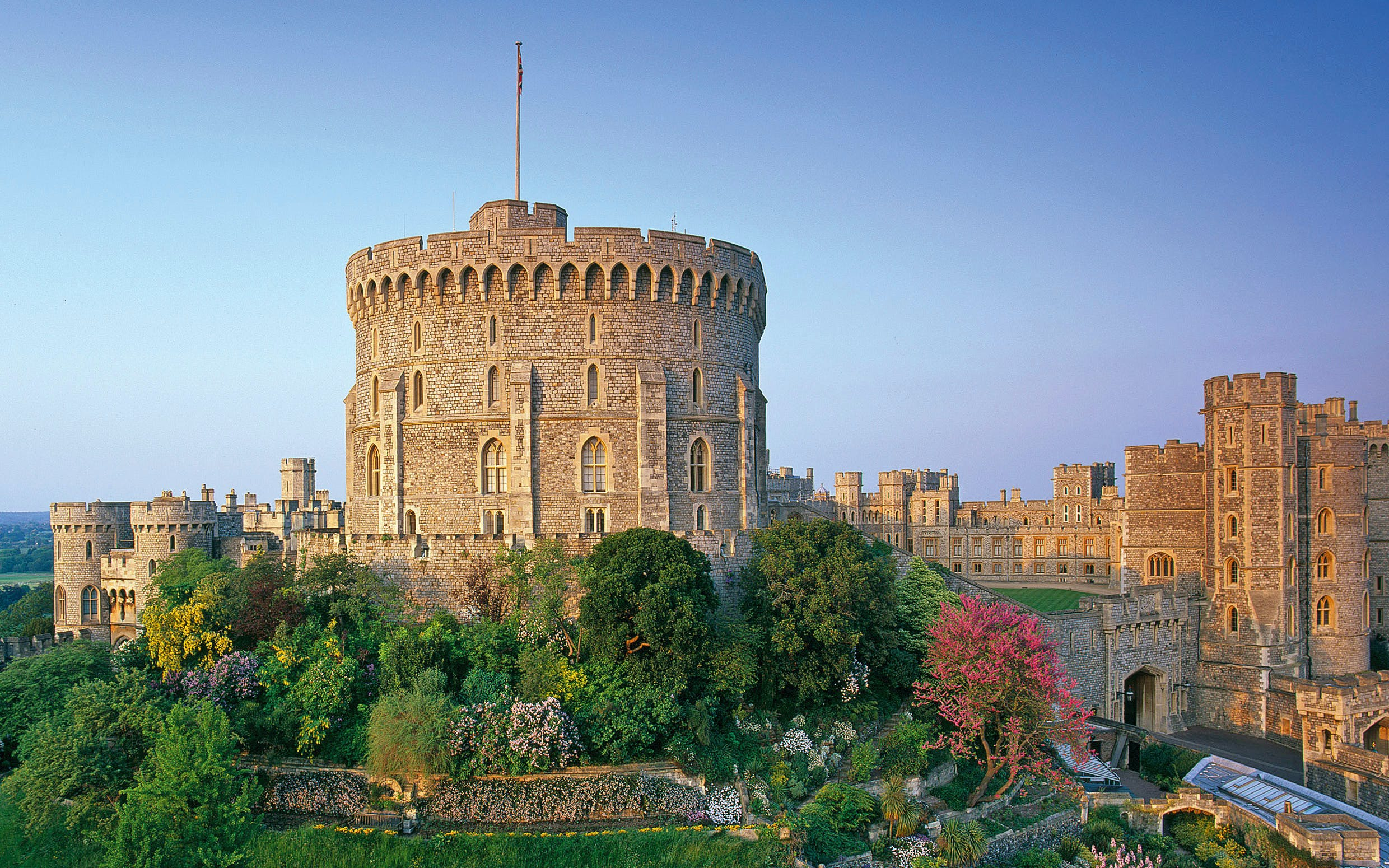 stonehenge, windsor castle and oxford day tour from london-3