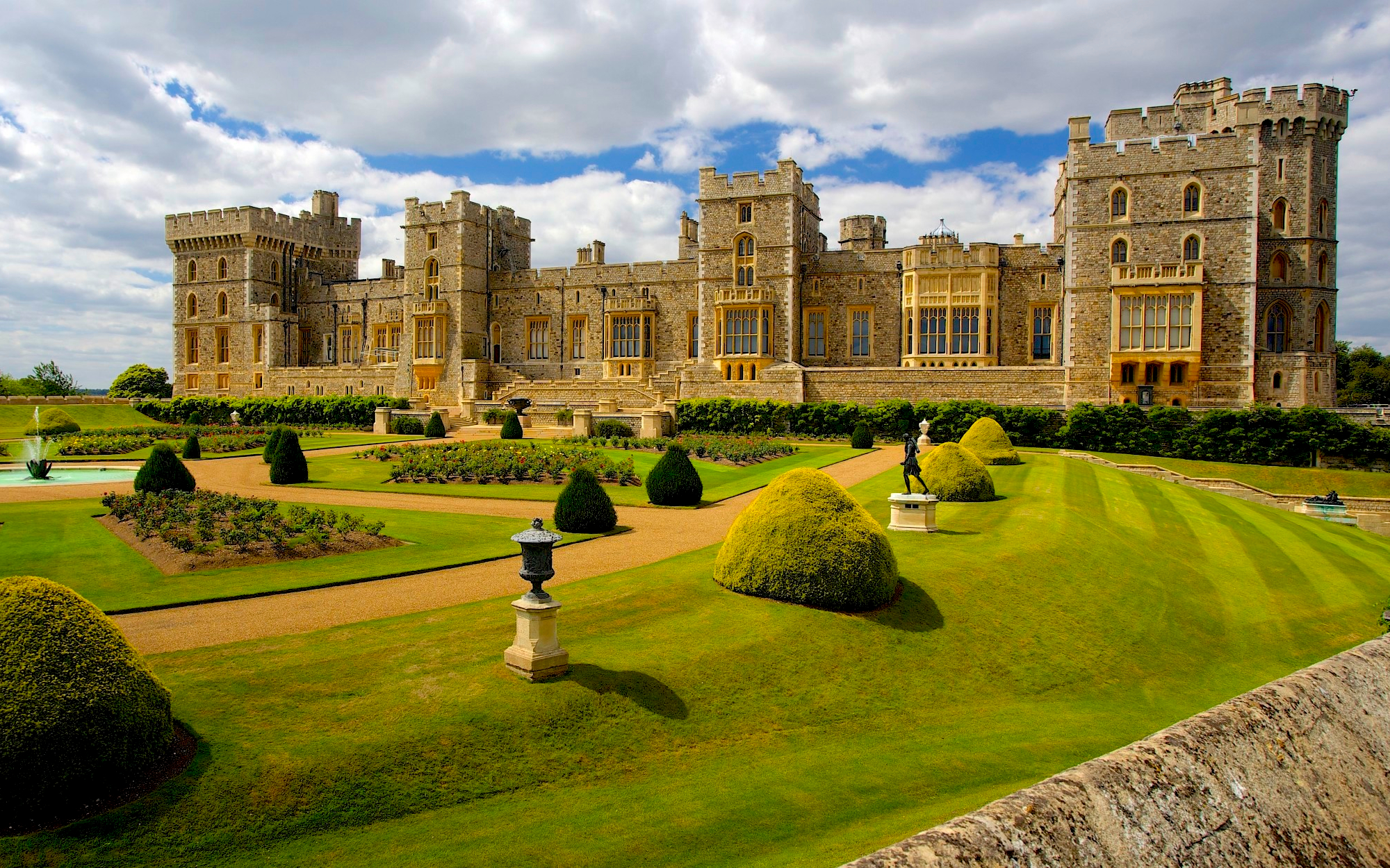 small group day trip to stonehenge bath and windsor from. Black Bedroom Furniture Sets. Home Design Ideas