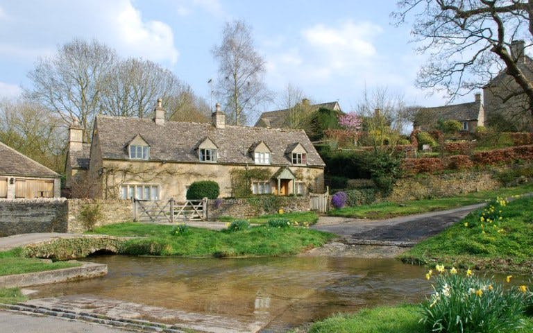 lunch in cotswolds & walking tour of villages-2