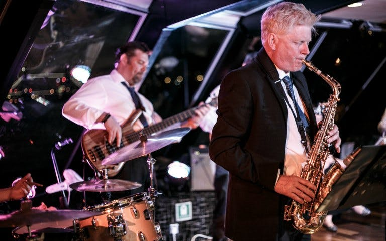 friday dinner jazz cruise on river thames-1