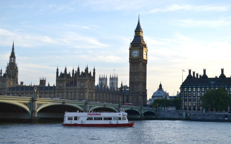 sundowner cruise with champagne on thames river-3