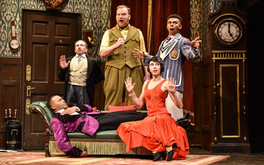 the play that goes wrong-0