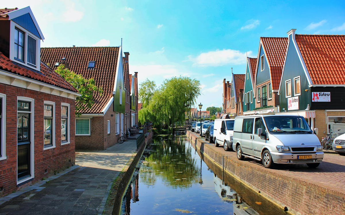 small group half day trip to volendam & edam-1