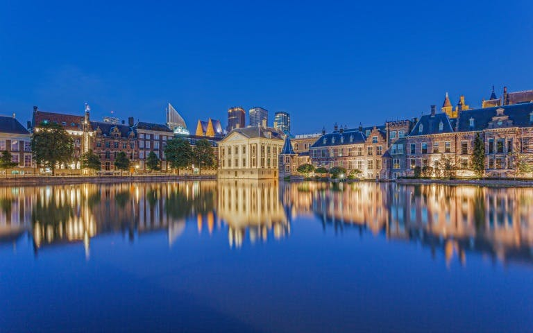 small group tour - day trip to the hague & madurodam-1