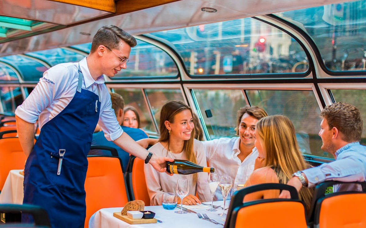 romantic 4-course dinner cruise amsterdam-1