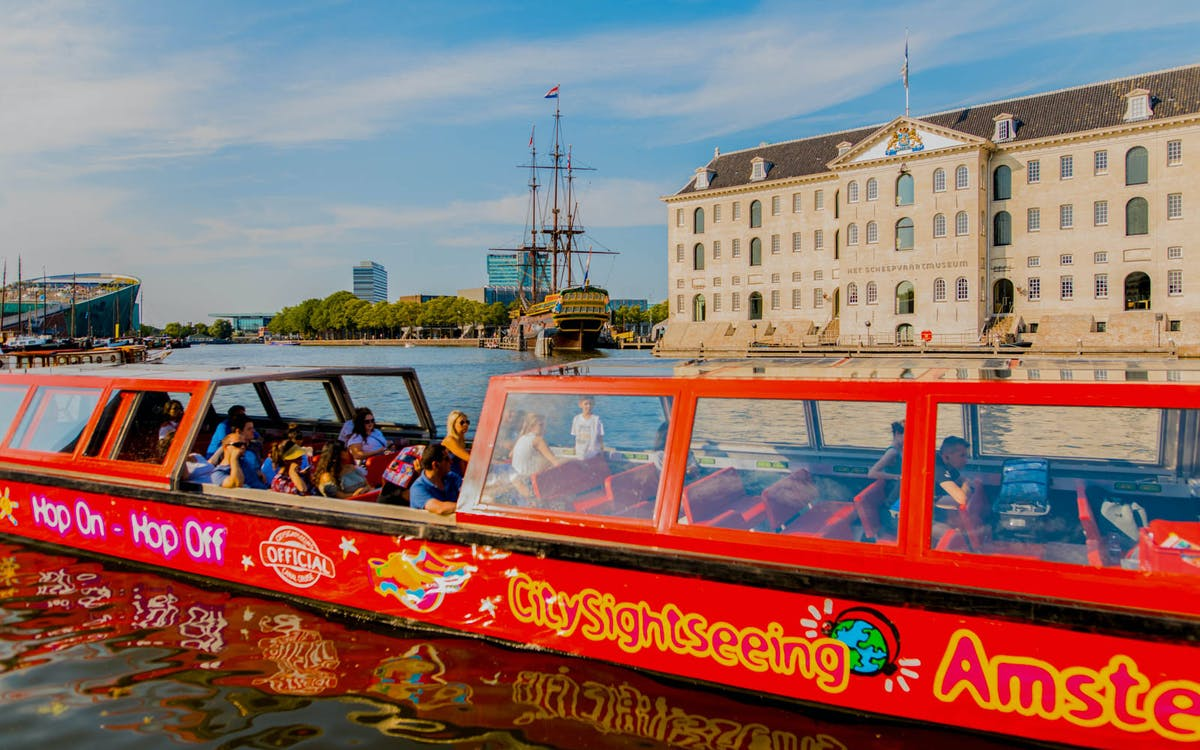 city sightseeing amsterdam hop on hop off boat -1