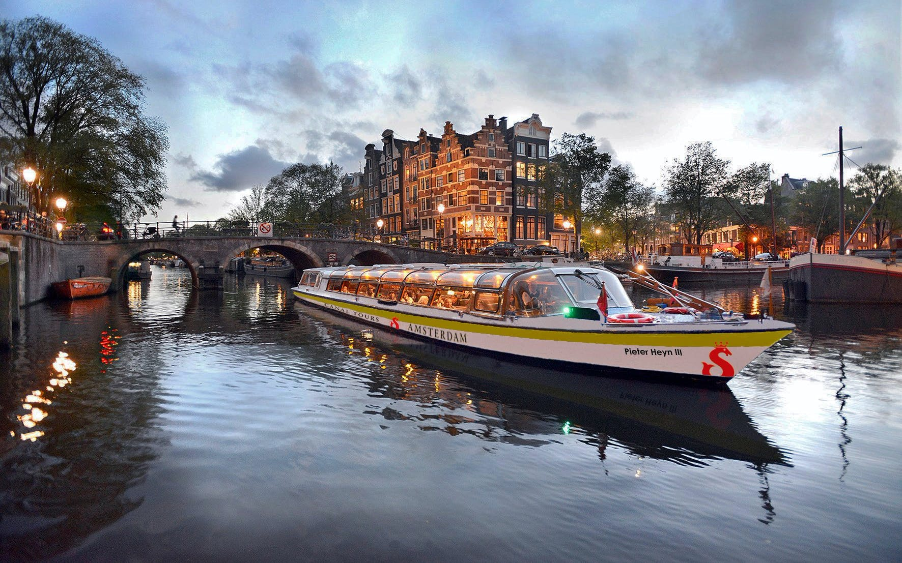 Amsterdam canal cruise cheese and wine tour