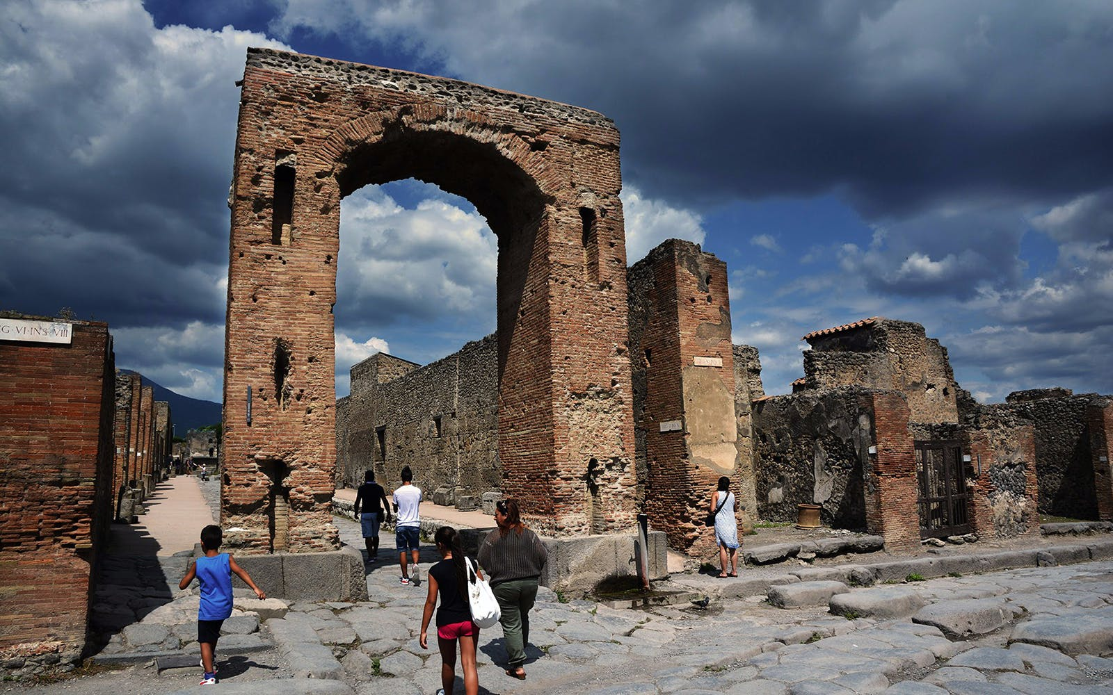 Pompeii and Mt. Vesuvius Volcano Day Trip from Rome
