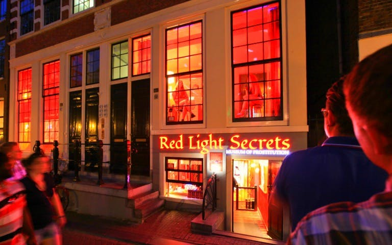 red lights secret & 24-hr hop-on hop-off bus tour-1
