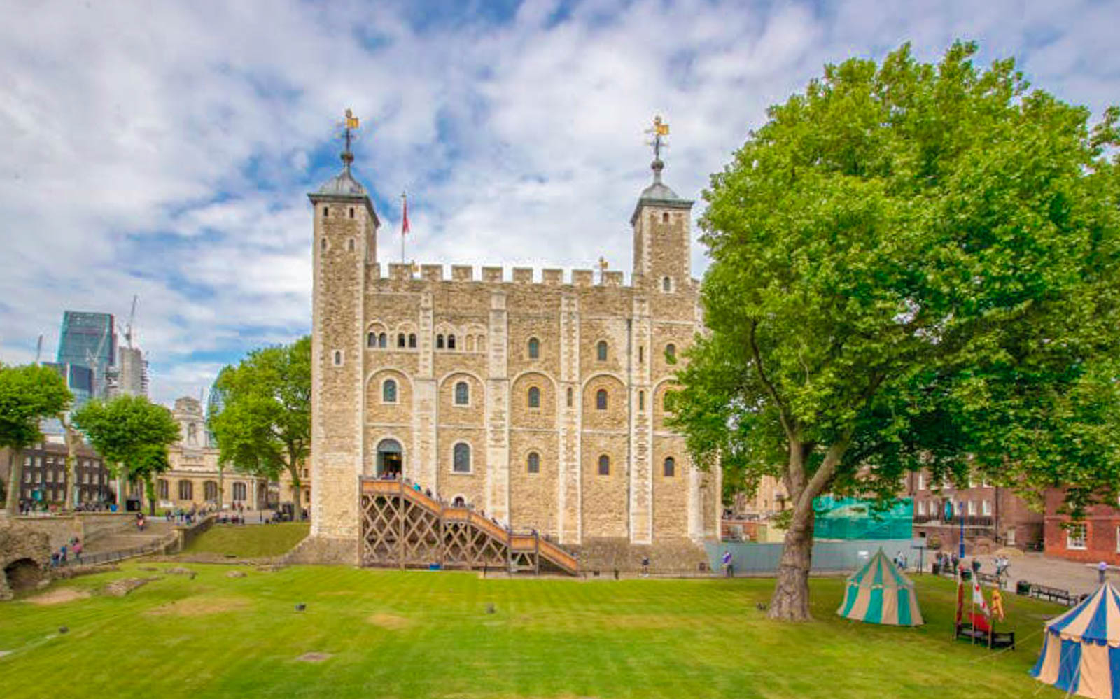 9805def9 6cd4 4fbd 882f cdaeba977e42 3291 london tower of london tickets with crown jewels   beefeater tour 02