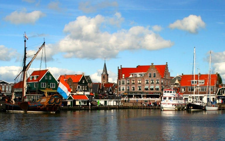 combination volendam, marken & windmills and amsterdam guided city tour-1