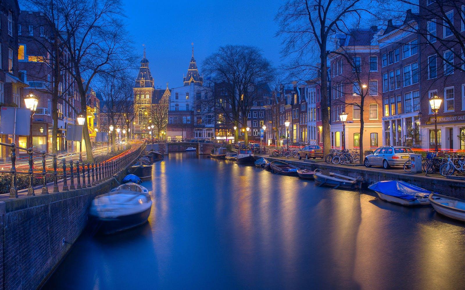Amsterdam: Travel Guide for Men, Amsterdam