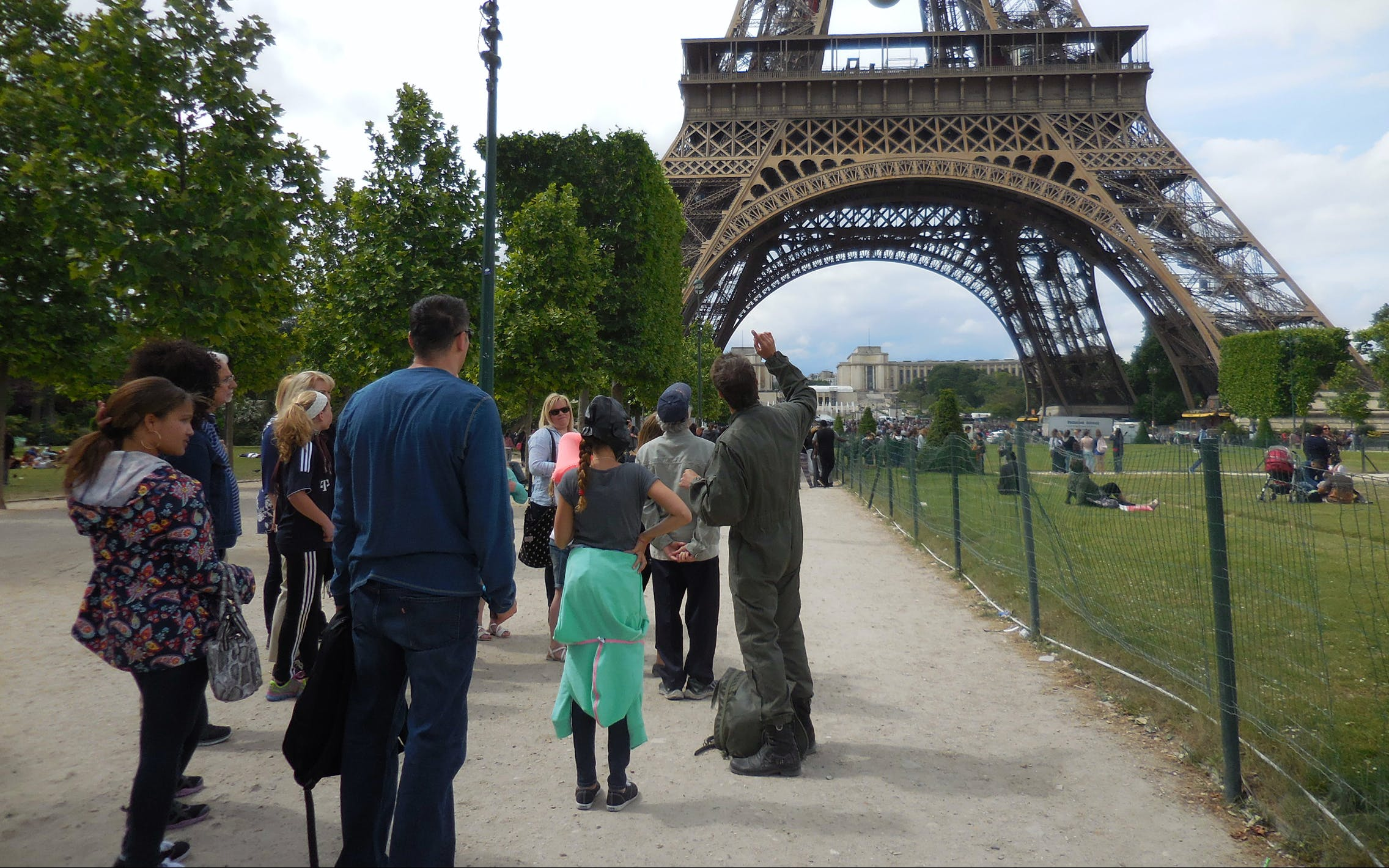 Eiffel Tower Skip-the-Line Access + Seine Cruise +  Montmartre Tour