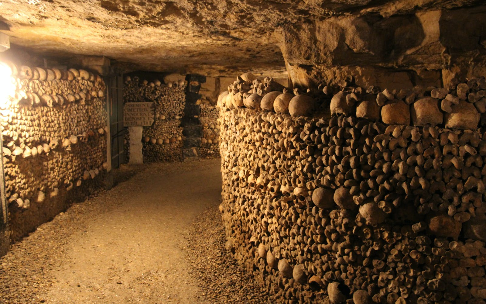 paris catacombs - small group priority access guided tour -3