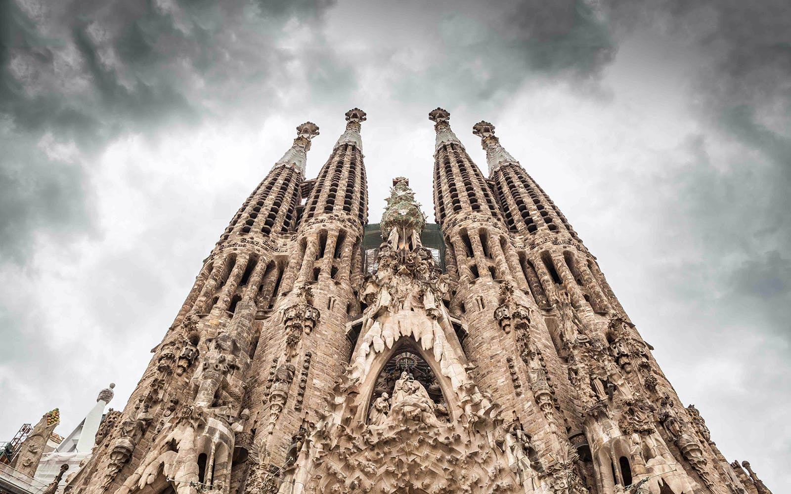 fast track guided tour of sagrada familia: without tower access -1