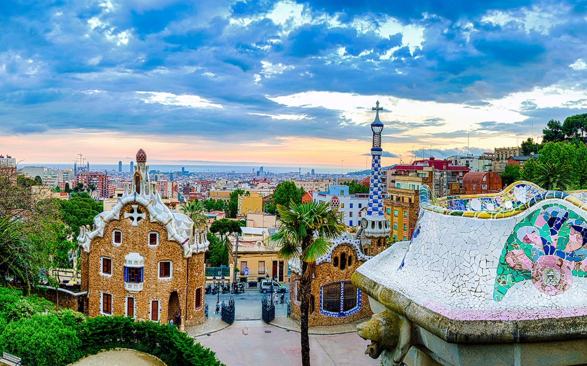 artistic barcelona - the best of gaudi guided tour-4