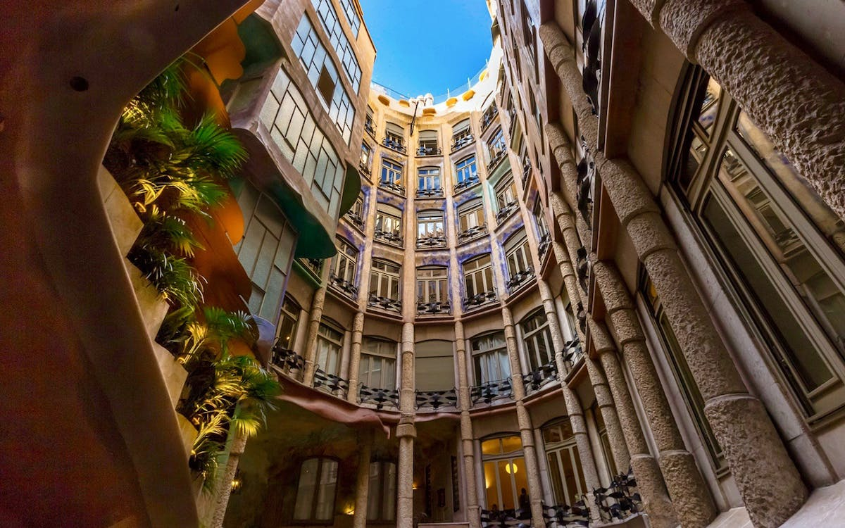 artistic barcelona - the best of gaudi guided tour-7