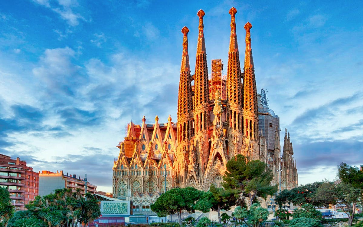 artistic barcelona - the best of gaudi guided tour-2