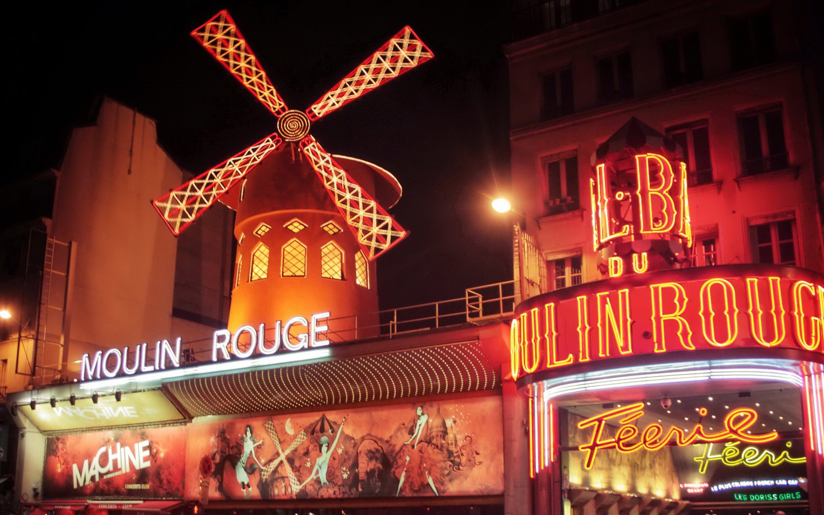 paris in november - Moulin Rouge