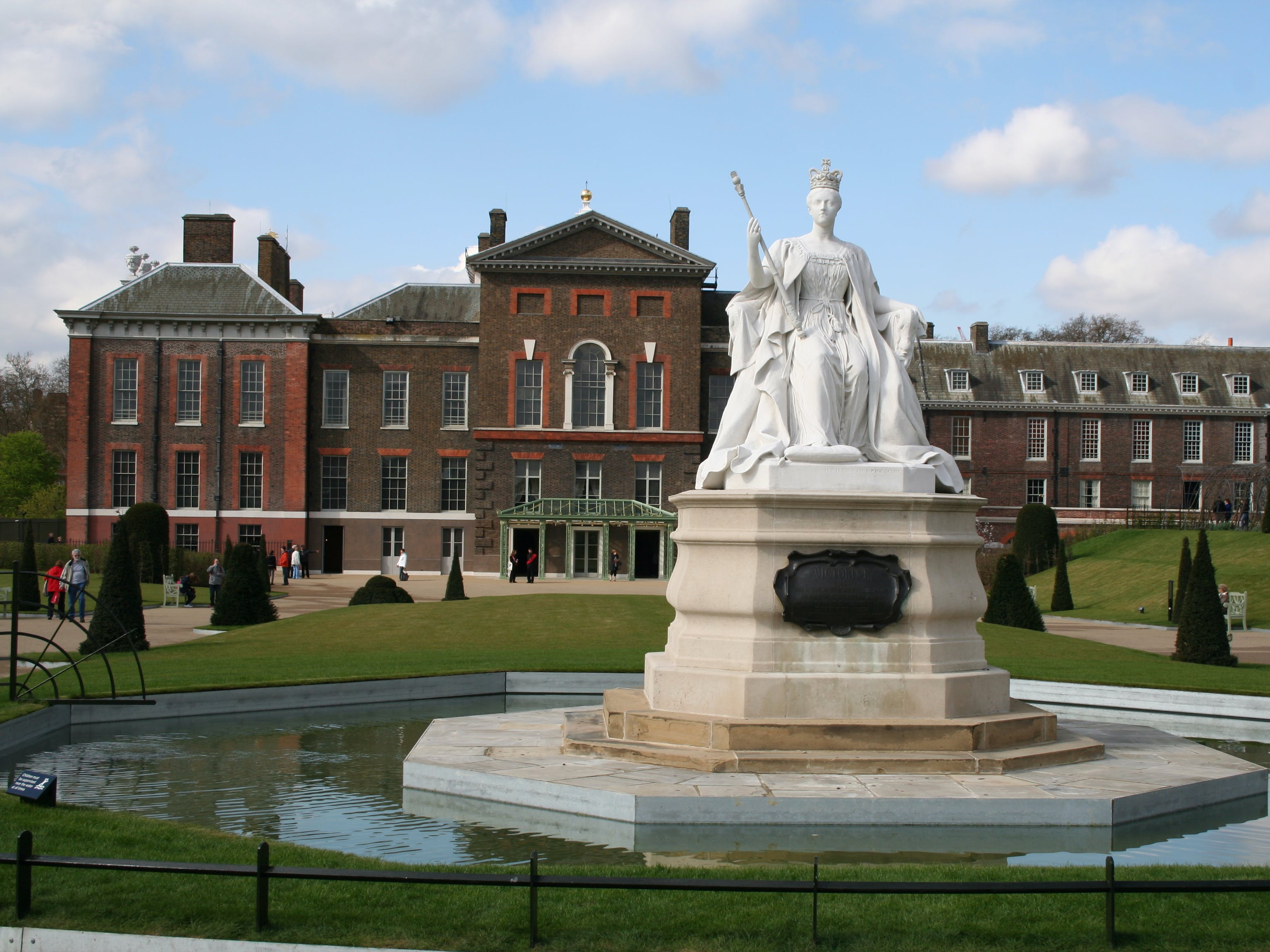 parks and palaces: understanding british monarchy-5