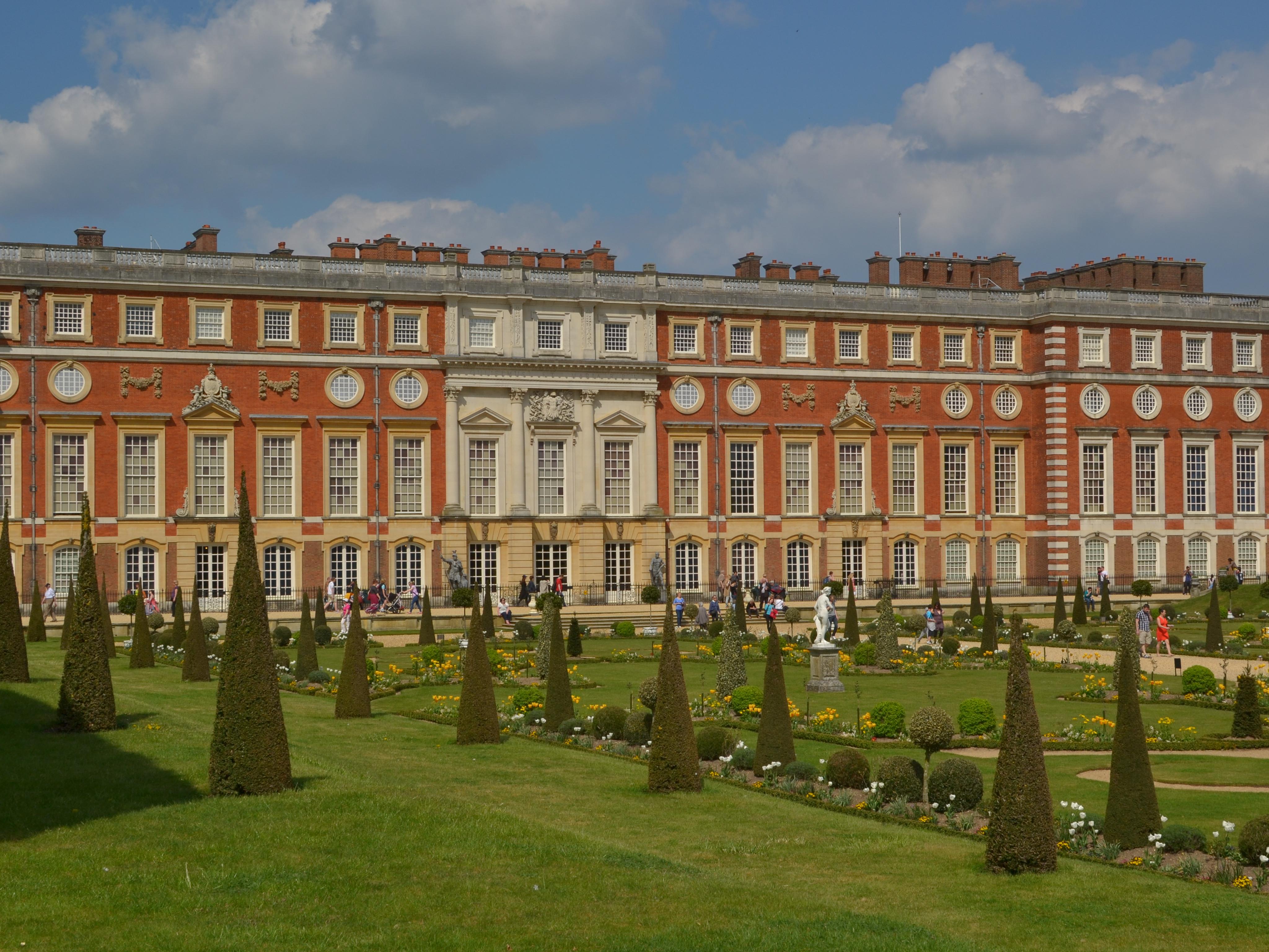 Hampton Court Palace, Maze and Magic Gardens