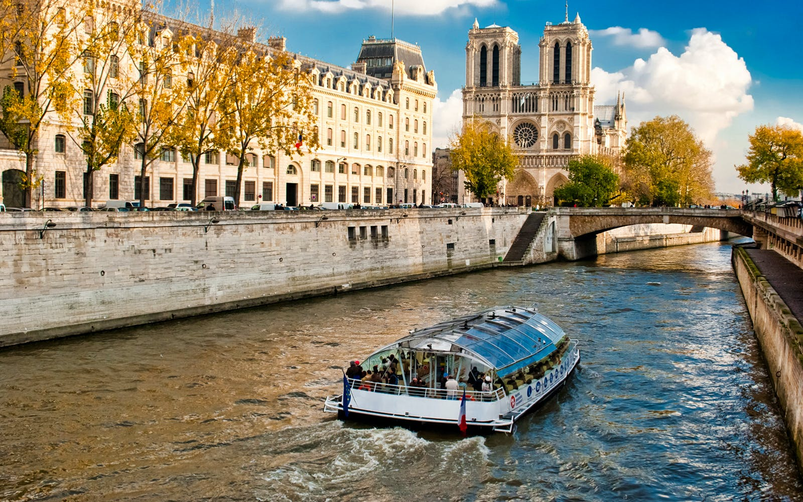 bateaux mouches: seine river sightseeing cruise with live commentary-3