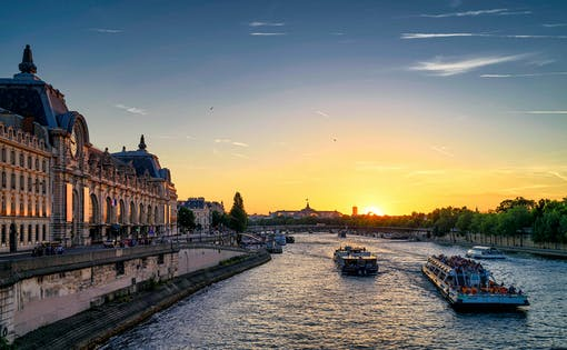 Bateaux Mouches Early Evening Seine River Dinner Cruise With Wine