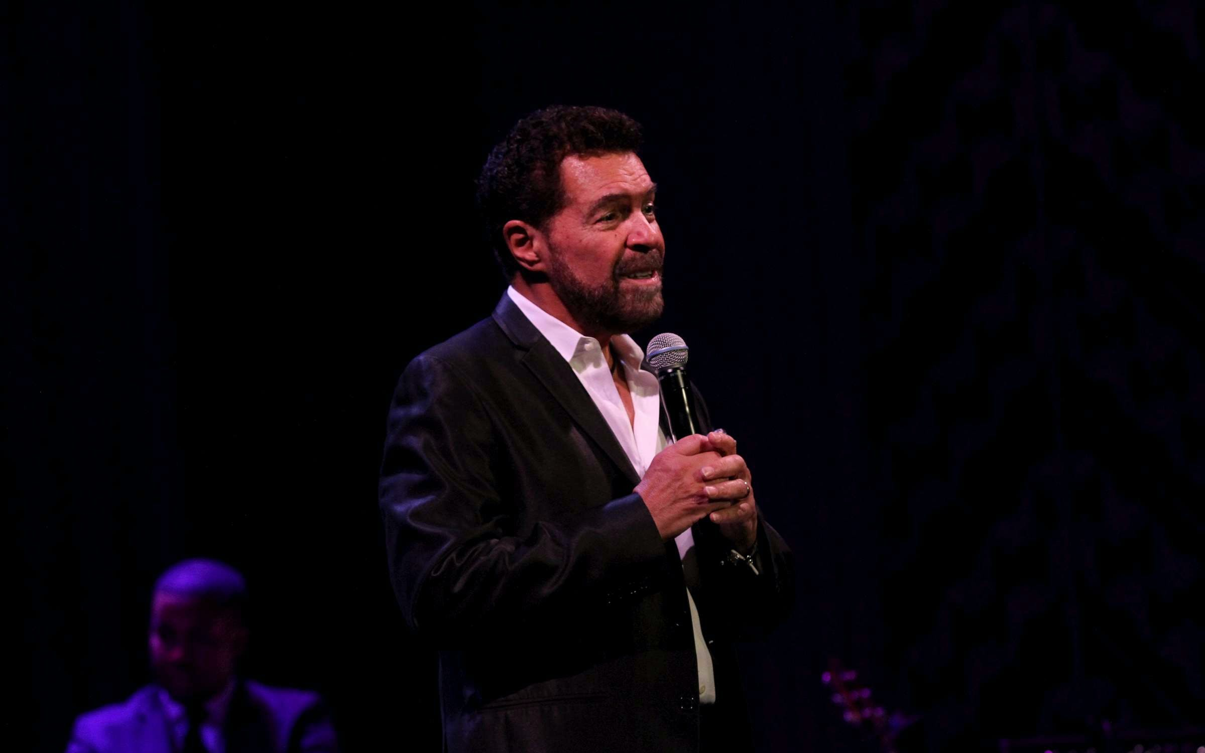 clint holmes: between the lines-3