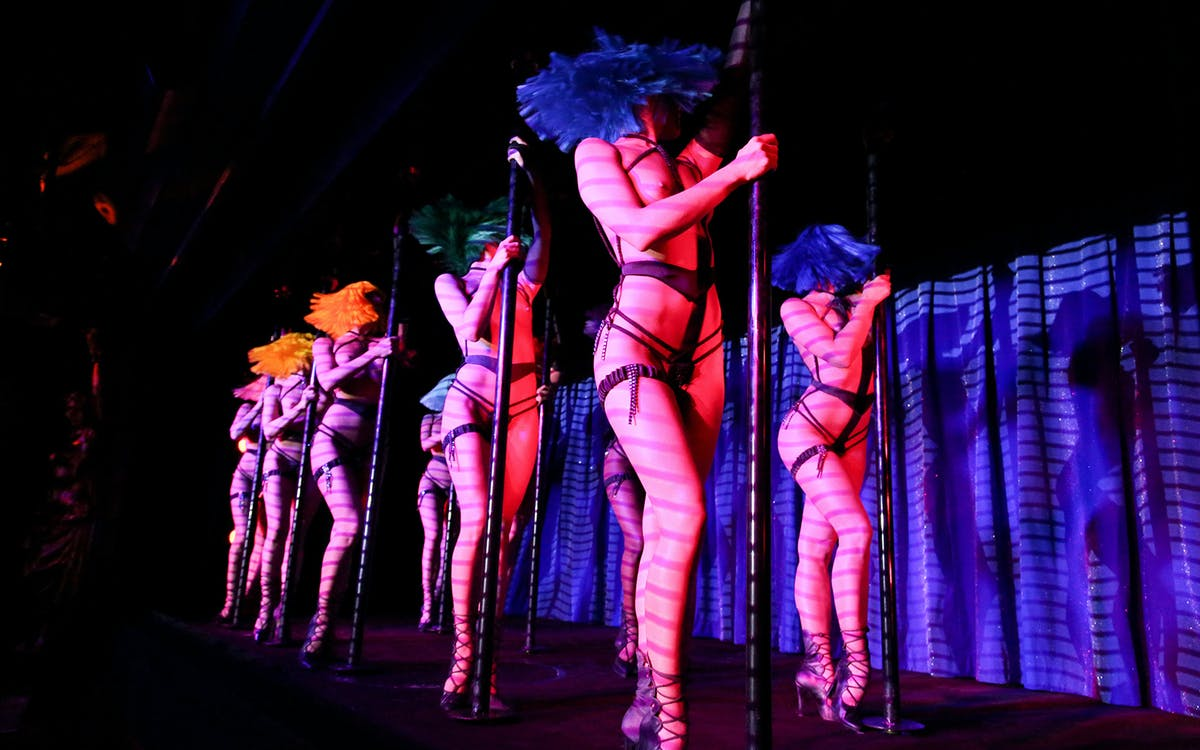 crazy horse paris show with champagne-2