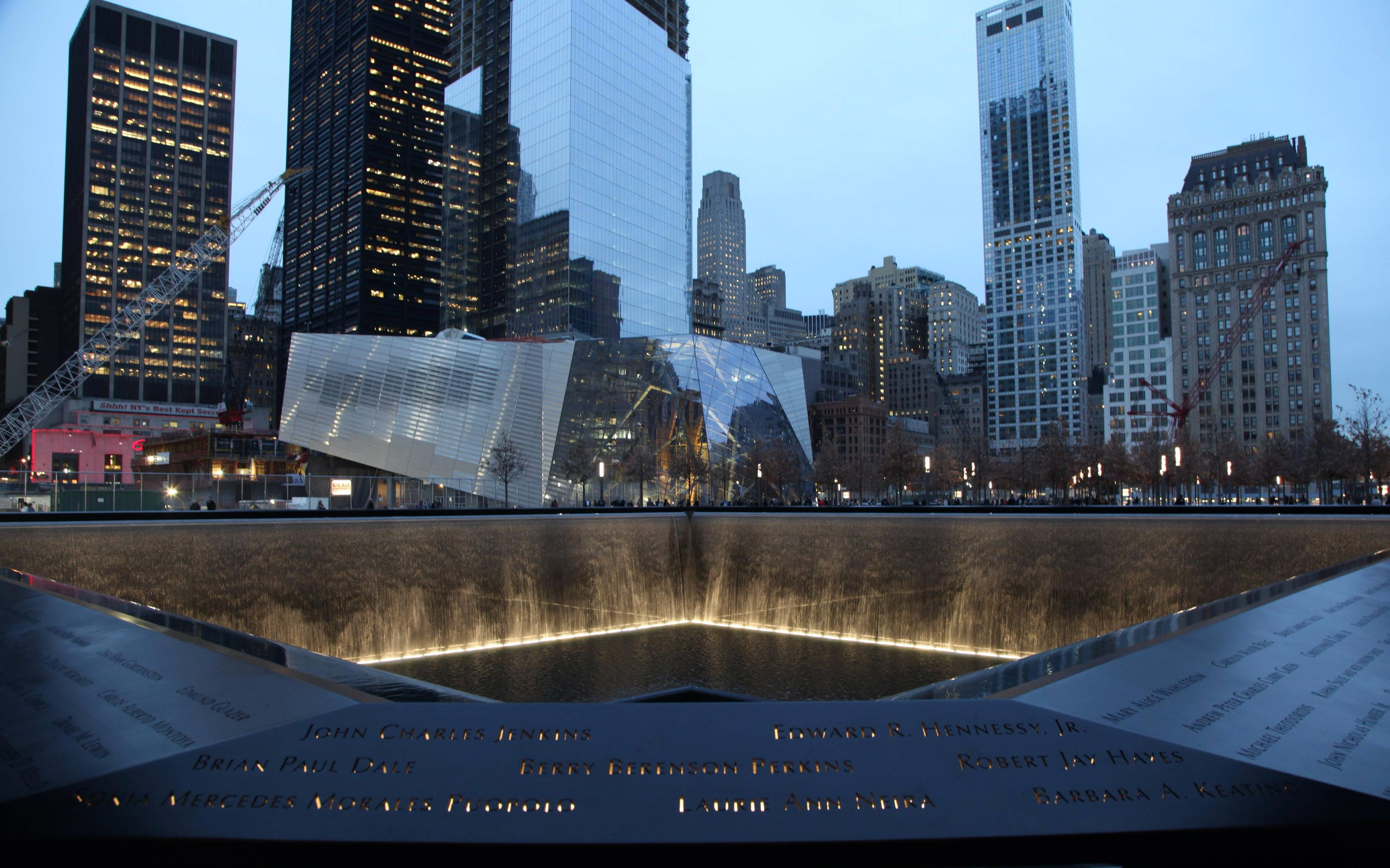 Small Group Guided 9/11 Memorial Tour With Museum Tickets
