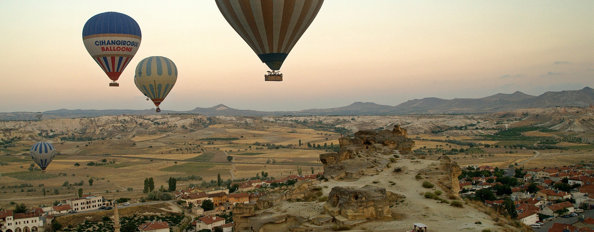adventure desert safaris hot air ballooning