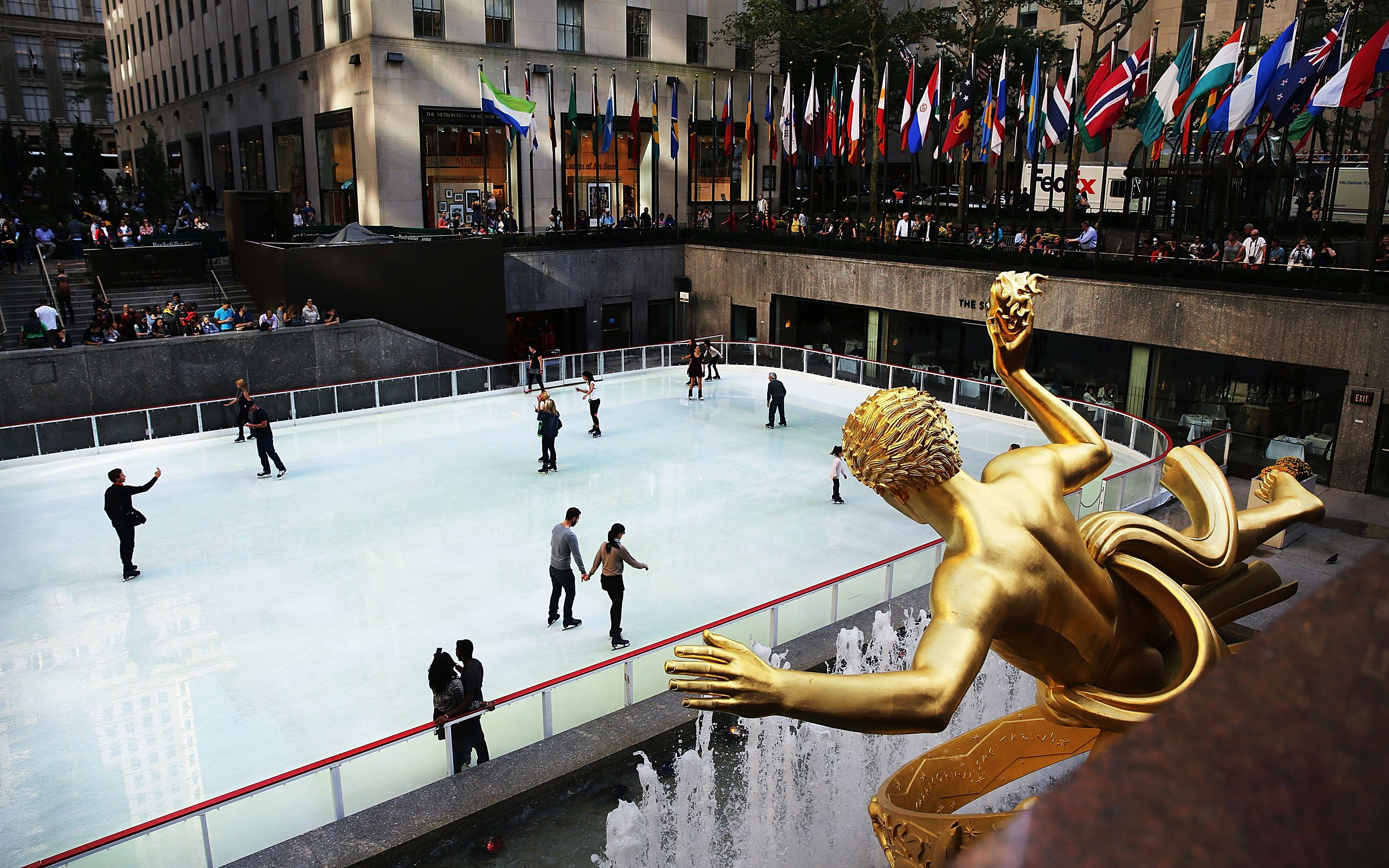 The Rink: Rockefeller Center - APRÈS SKATE