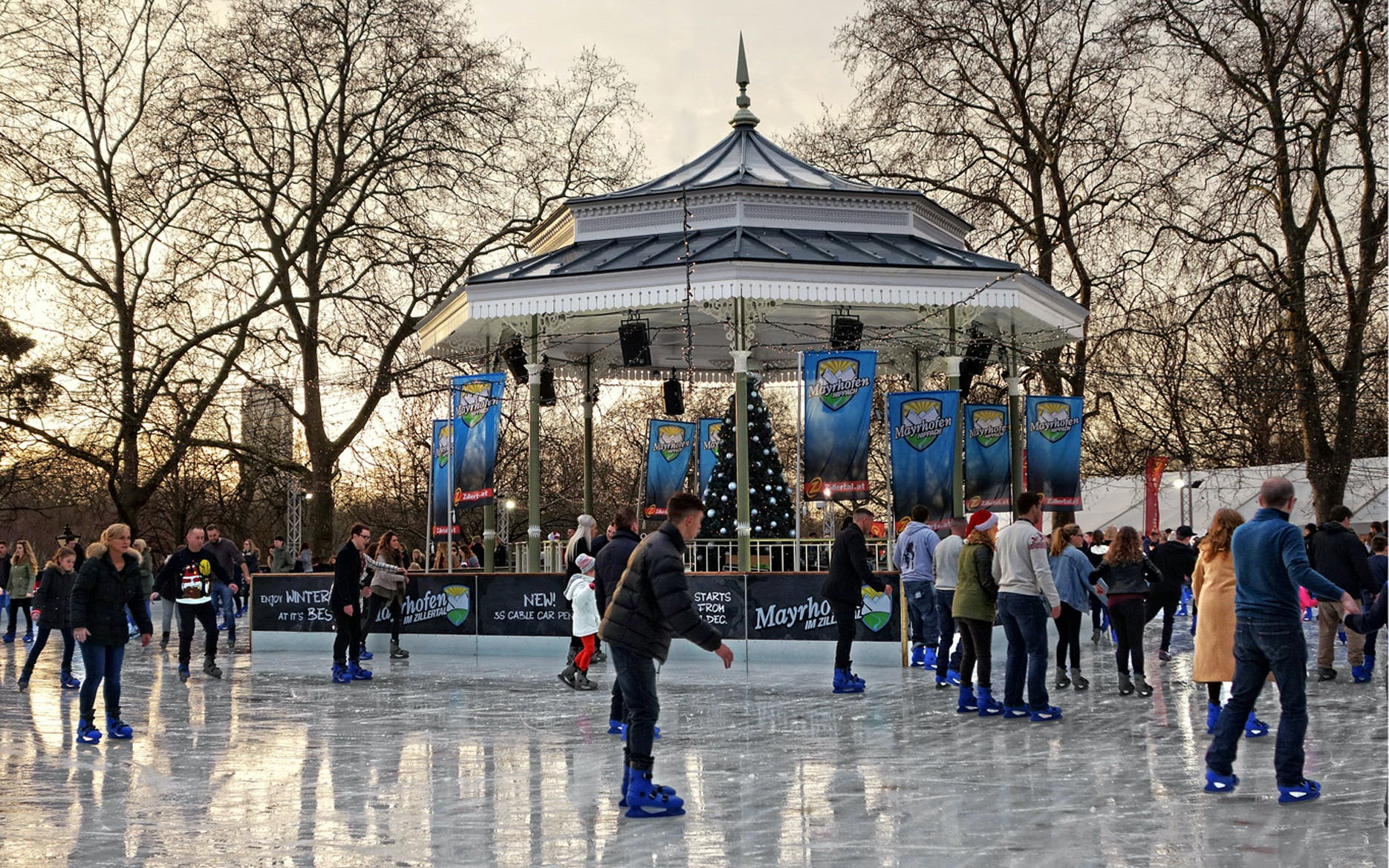 christmas special ice skating at winter wonderland-1