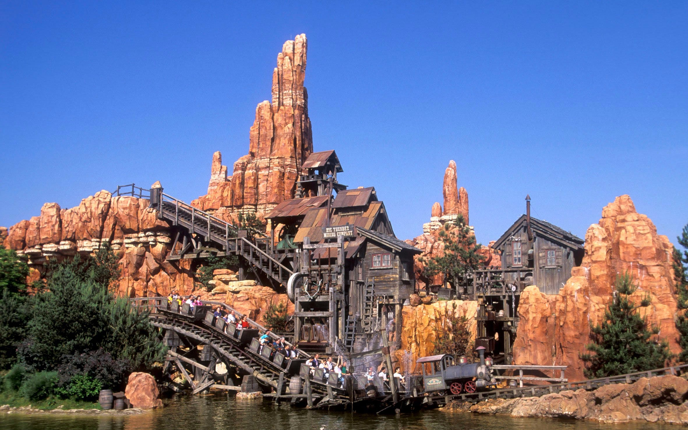 disneyland skip the line with train transfers --2