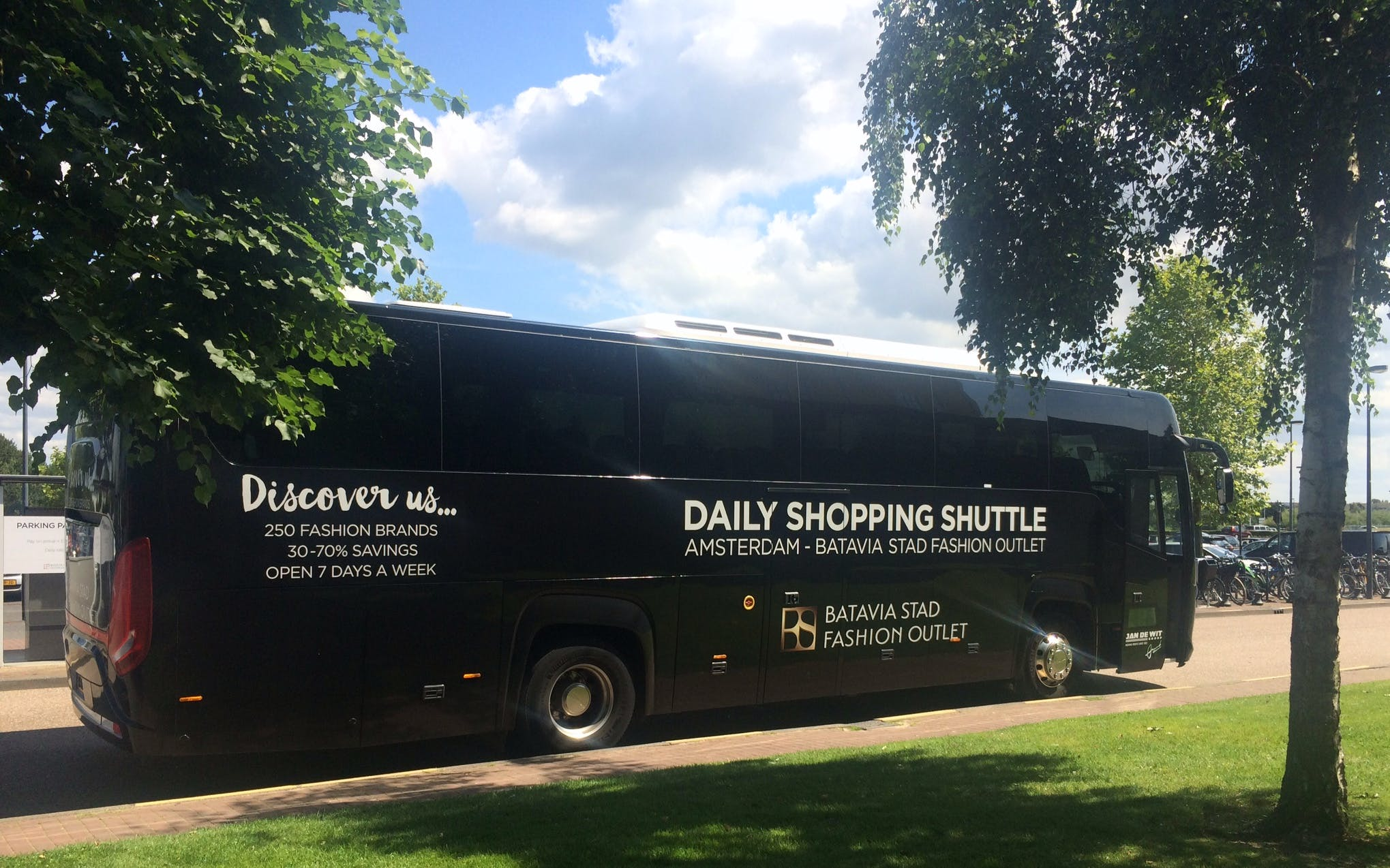 shopping shuttle to batavia stad fashion outlet-3